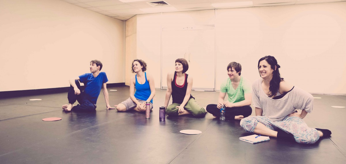 Sarah-Vyne in the studio with 4 workshop participants. All casually sitting on the floor, observing.
