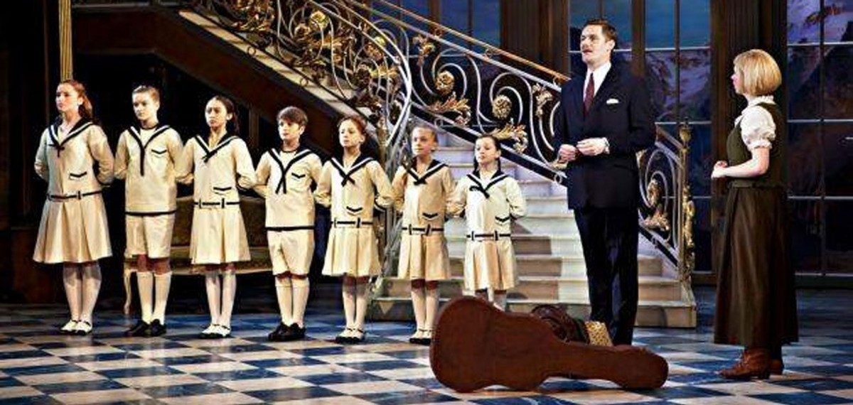 Stephen-Metcalf-set-design-seen-in-performance-of-The-Sound-of-Music-inside-a-house-children-lined-up-infront-of-staircase